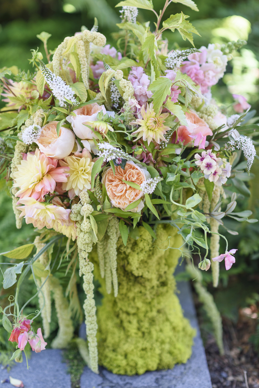 Floral Design by Laura Dowling, Photograph by Georgianna Lane